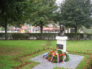 Споменик Кнезу Сими